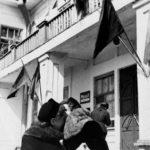 Бухгалтер Главсеврыбпрома Вешнякова А.А. и сотрудник военного отдела Копылова Н. поздравляют друг друга с праздником