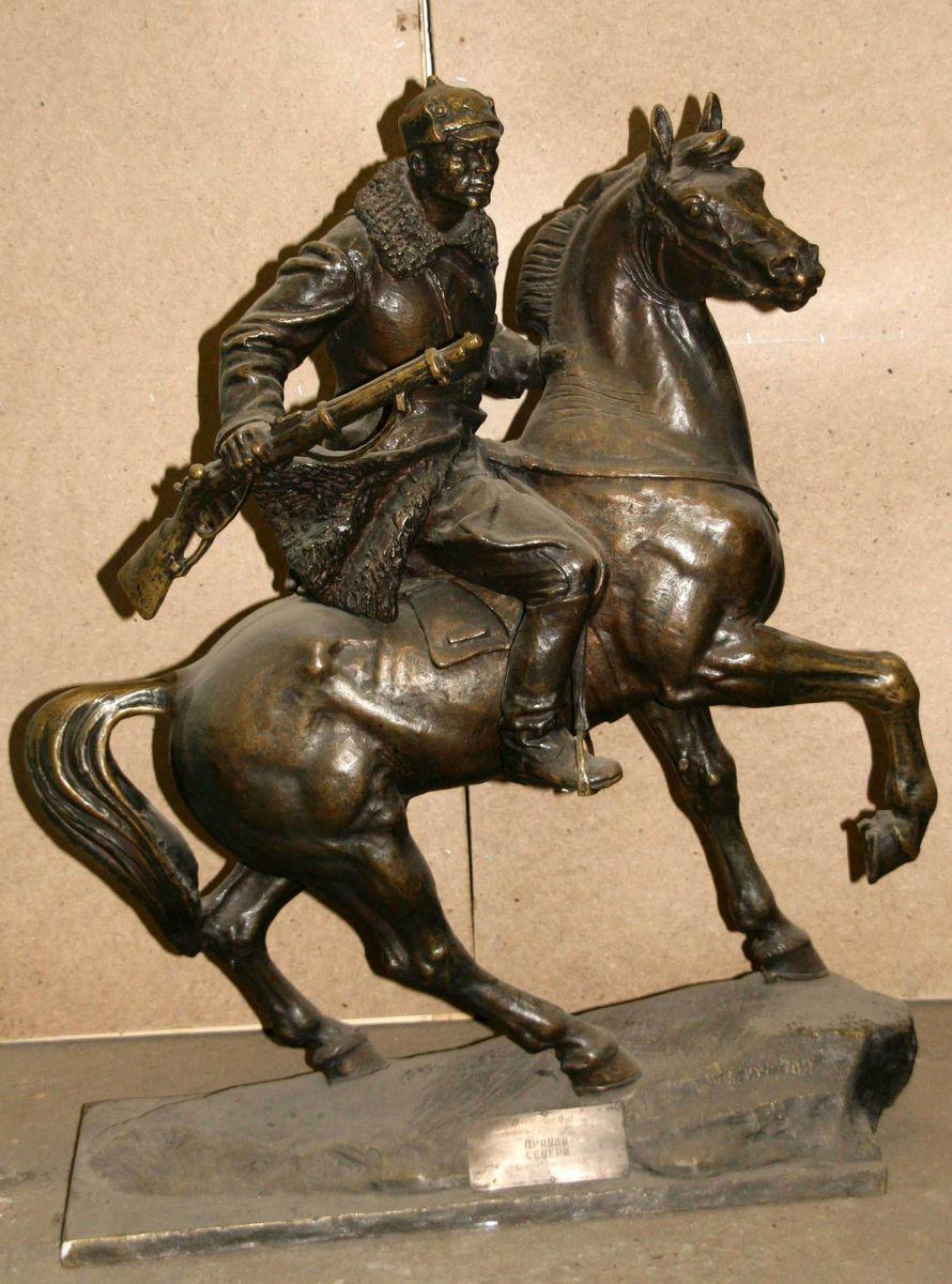 АОКМ КП-37443 С-54 Баландин П.А. Скульптура. Пограничник на коне в дозоре